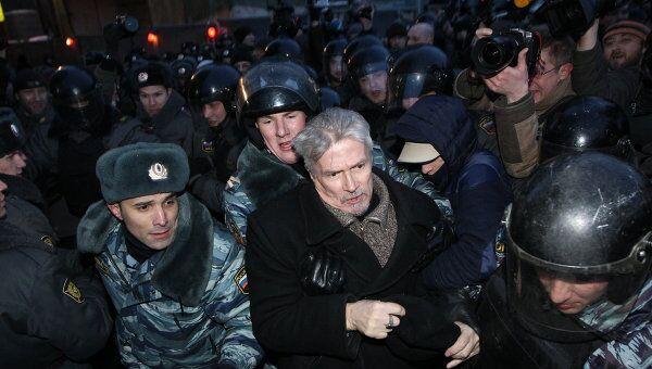 Задержание Лимонова на несанкционированной акции на Лубянке