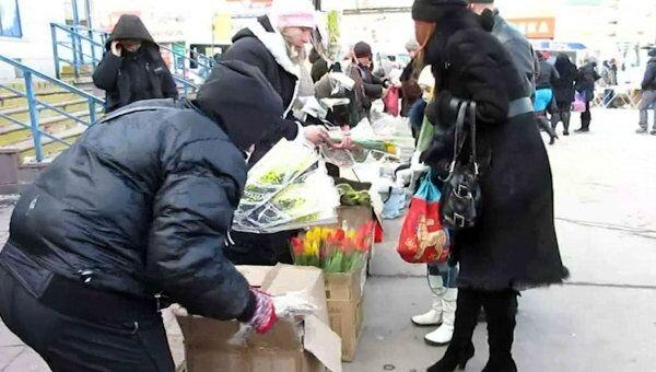 Уличные торговцы готовятся к цветочному ажиотажу в Москве