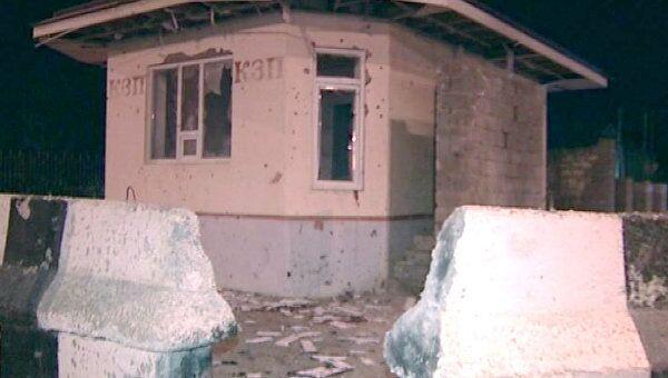 Последствия подрыва поста полиции в Дагестане террористкой-смертницей