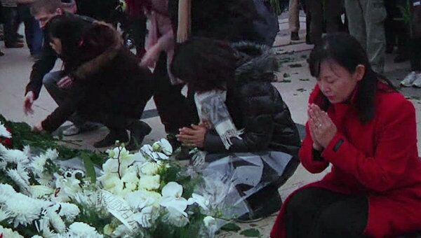 Тысячи людей по всему миру почтили память жертв землетрясения в Японии