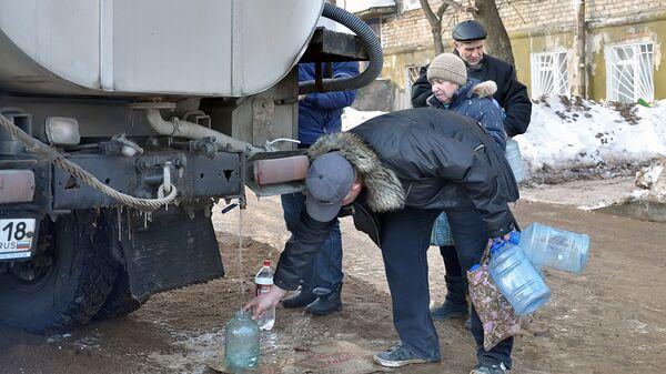 Затопление центральной улицы Ижевска из-за аварии водопровода