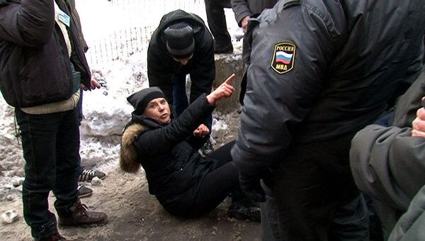 Догилева села на землю, выступая против работ в Козихинском переулке