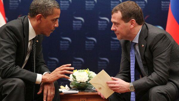 Президент России Дмитрий Медведев и президент США Барак Обама  во время встречи в Сеуле 26 марта 2012 года