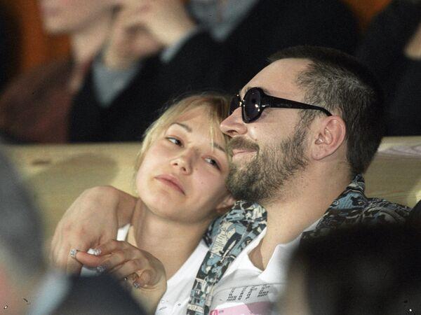 Музыкант Шнуров и киноактриса Акиньшина
