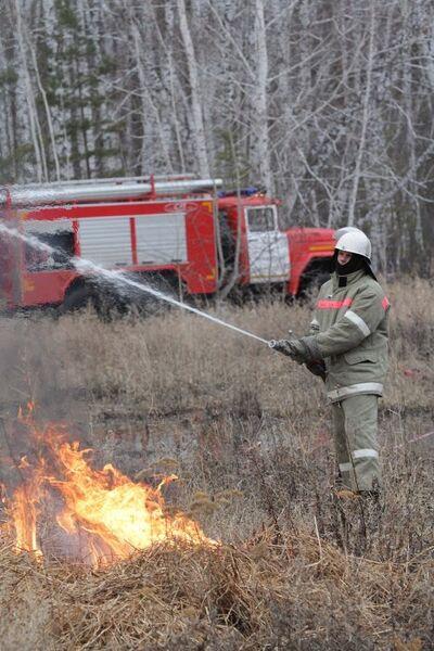 К лету готовы: в Омске прошли учения по ликвидации лесных пожаров