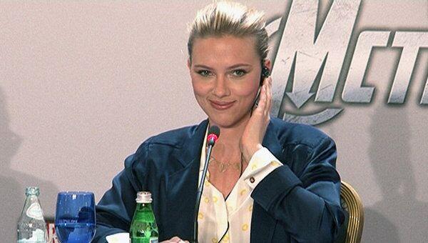Скарлетт Йоханссон  говорила по-русски на премьере Мстителей в Москве