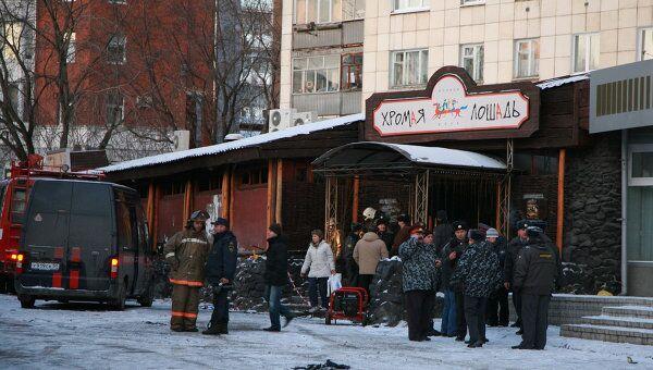 Около кафе-клуба Хромая лошадь, где произошел пожар