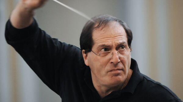 Дирижер Московского государственного академического симфонического оркестра Павел Коган