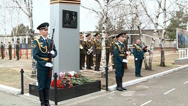 Памятник в честь майора Солнечникова открыли под оружейные залпы