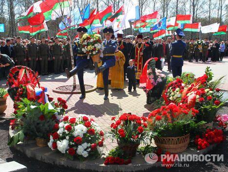 Церемония возложения цветов к мемориалу Жертвам Чернобыля в Минске