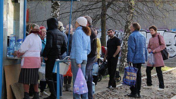 Очередь за водой в Костроме