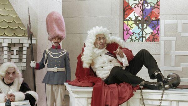 Владимир Этуш в роли Короля на съемках фильма Старая, старая сказка