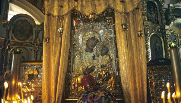 Иверская икона Божией Матери в церкви святых апостолов Петра и Павла. Архив