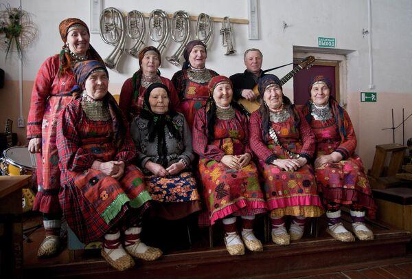 Участницы фольклорного коллектива Бурановские бабушки в селе Бураново