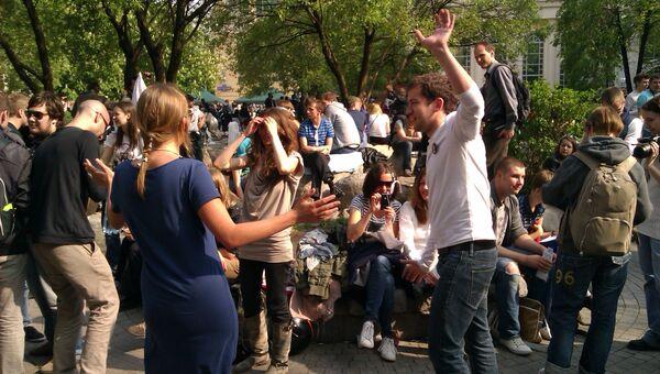 Народные гуляния оппозиции на Чистых прудах