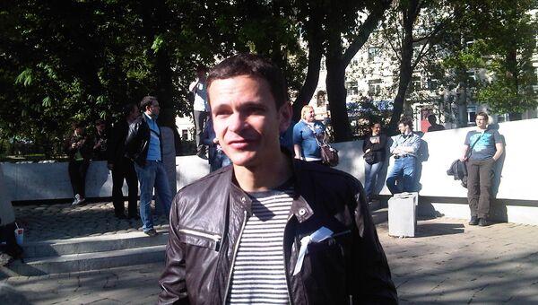 Илья Яшин  во время опозиционных народных гуляний на Чистых прудах