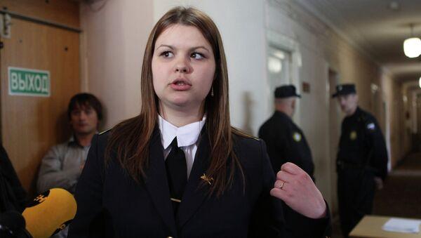 Активистка Молодой гвардии  Анна Позднякова, которая обвиняет оппозиционера Сергея Удальцова в нанесении побоев