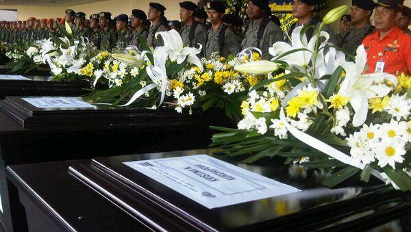 Церемония прощания с жертвами катастрофы SSJ-100 в Индонезии