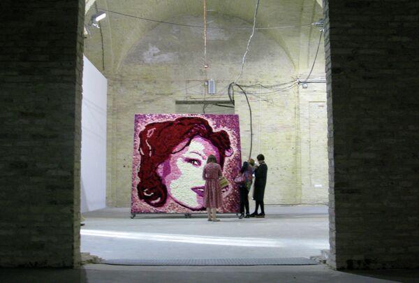 Инсталляция Анны Шубиной Увядающая красота