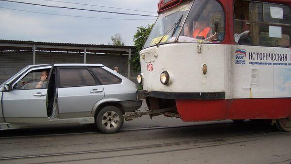 В Туле трамвай протаранил девятку