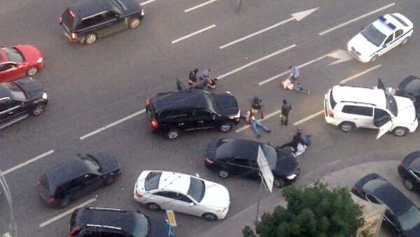 Полиция задержала две иномарки с вооруженными людьми в центре Москвы