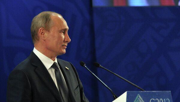 В.Путин на саммите большой двадцатки в мексиканском Лос-Кабосе. Архив