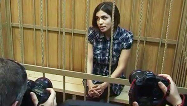 Обвиняемые по делу Pussy Riot на суде улыбались и общались с журналистами
