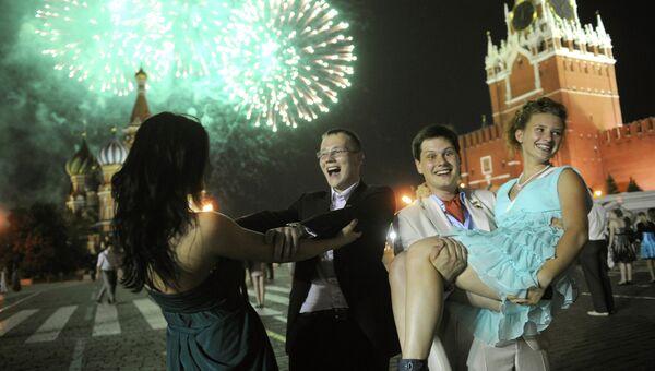 Гуляния выпускников в Москве. Архив
