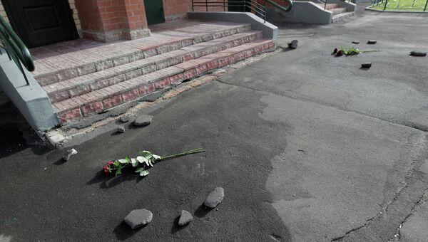Жительница Долгопрудного выбросила с 15 этажа двоих детей