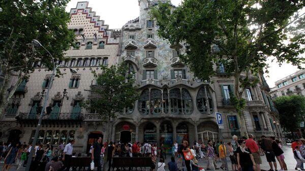 Дом Батло на улице Пассеч-де-Грасиа в Барселоне