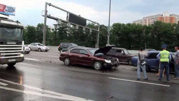 Два автомобиля столкнулись на МКАД из-за ремонта дороги