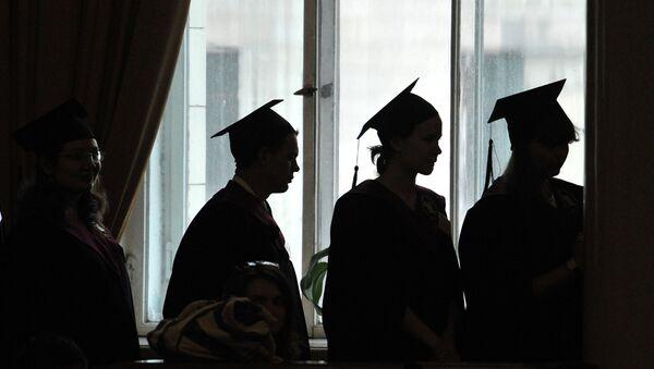 Вручение дипломов, архивное фото