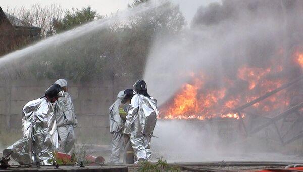 Тушение пожара на нефтехранилище в Ангарске