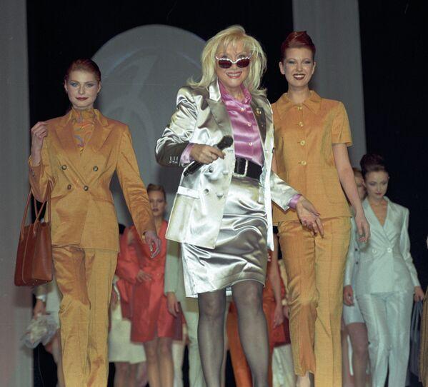 Актриса Ирина Мирошниченко на праздничном шоу в честь 10-летия Дома моды Юдашкина