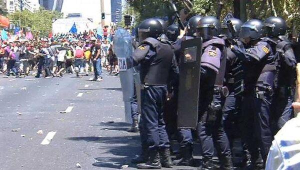 Бастующие шахтеры закидали камнями полицейских в Испании