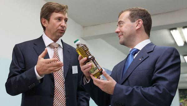 Медведев на маслозаводе вспомнил рецепт вкусной закуски c черным хлебом