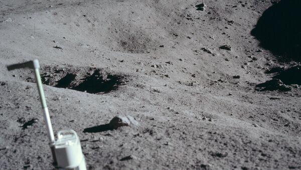 Поверхность Луны. Архивное фото