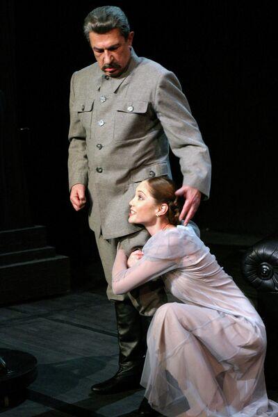 Сцена из спектакля о Сталине в театре Современник