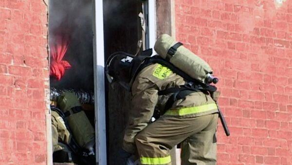Спасатели работают на месте пожара в Егорьевске, где погибли 14 человек