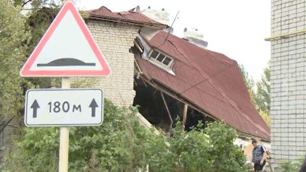 Спасатели разбирают завалы жилого дома, в котором взорвался газ