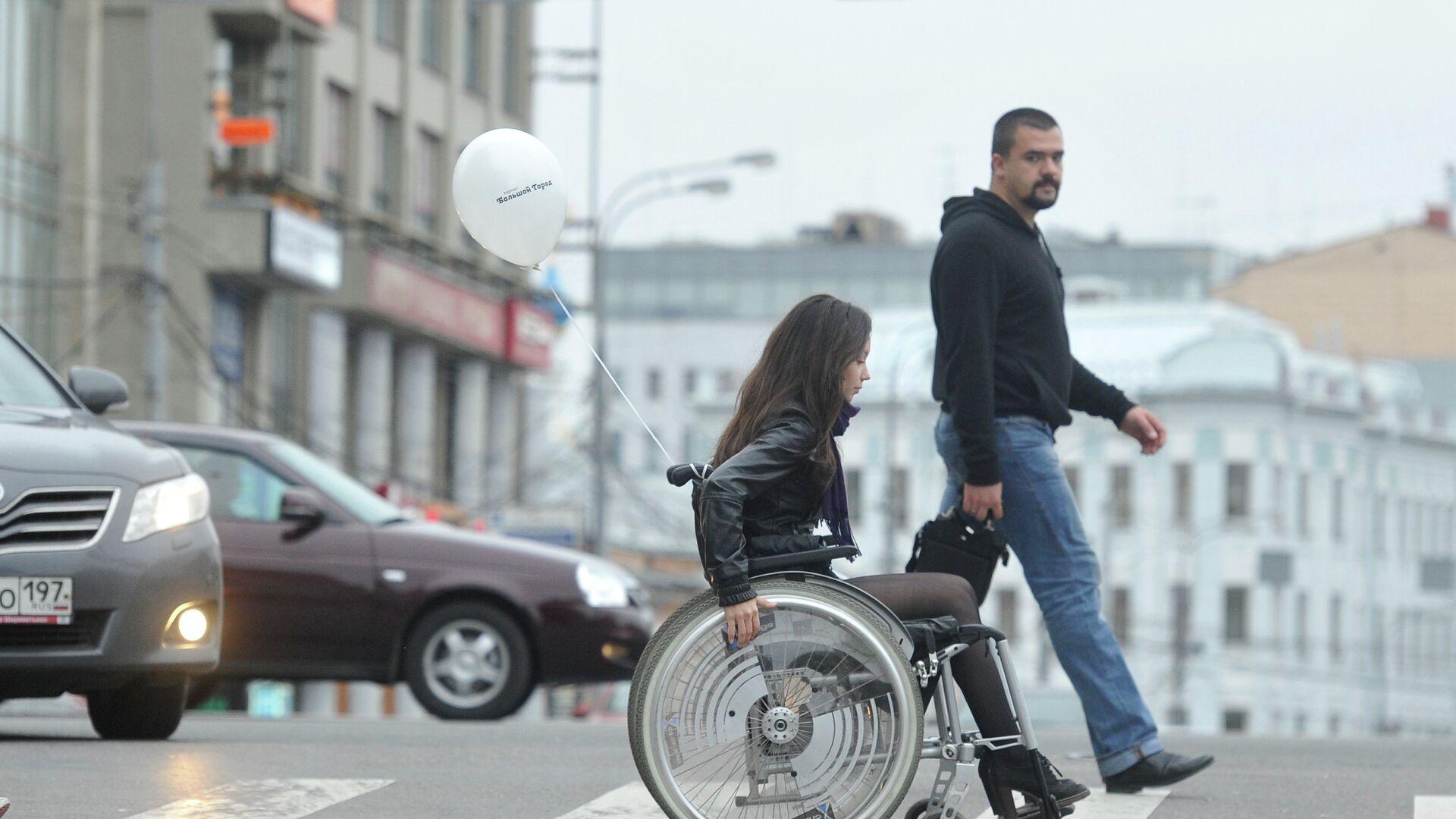 Девушка на инвалидной коляске - РИА Новости, 1920, 22.04.2021