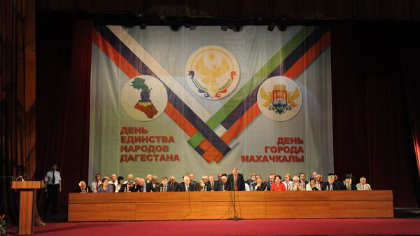 Торжественное собрание, посвященное Дню единства народов Дагестана