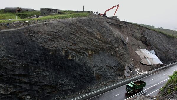 Обрушение подпорной стены на трассе в Приморье
