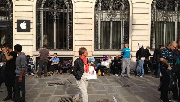 Очередь за новым iPhone в Париже