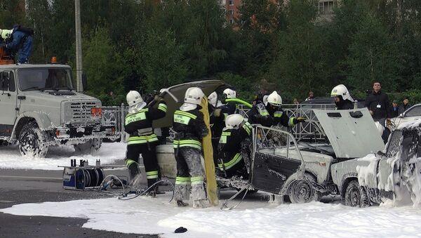Пожарные подожгли машину и эвакуировали пострадавшего на вертолете