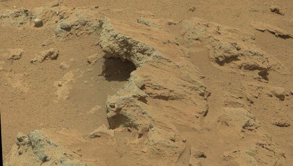 Камни - конгломераты, состоящие из сцементированного гравия со дна древнего марсианского ручья