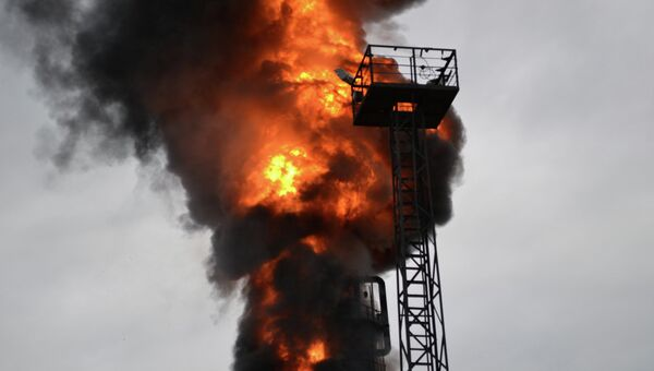 Пожар на нефтеперерабатывающем заводе в Саратове