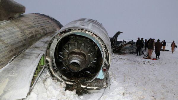 Обломки американского военного самолета, потерпевшего крушение в провинции Газни, Афганистан