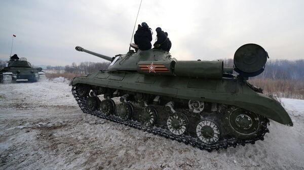 Советский тяжёлый танк ИС-3 во время показательного выезда на Центральной базе хранения бронетанковой техники Восточного военного округа в Приморском крае