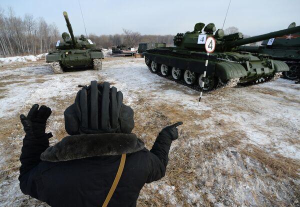 Танки Т-62 во время показательного выезда на Центральной базе хранения бронетанковой техники Восточного военного округа в Приморском крае